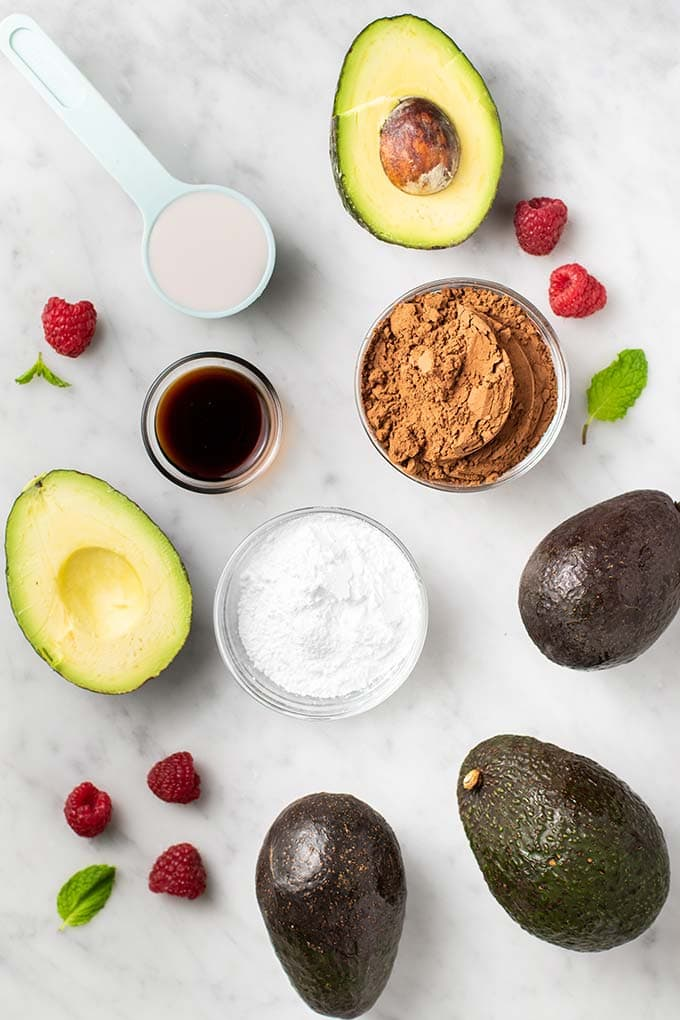 The ingredients for chocolate avocado pudding.